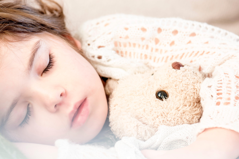 como definir o horário ideal para a criança dormir?
