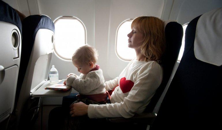Como dormir numa viagem de avião